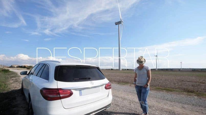 DESPERTAR Mercedes Benz C Class & Girl